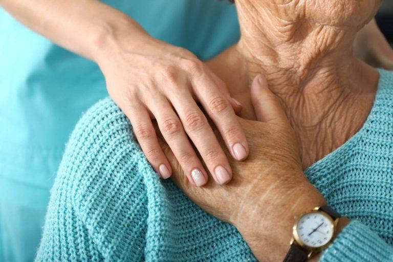 Opieka nad seniorem z reumatyzmem - o czym należy pamiętać