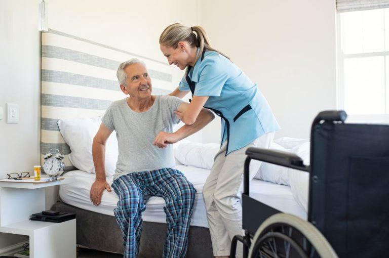 Pielęgnacja ciała seniora - o czym należy pamiętać