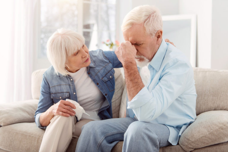 Udar mózgu. Jak rozpoznać, udzielić pierwszej pomocy i wspierać seniora w rehabilitacji