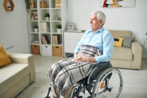 Jak zadbać o bezpieczną i ergonomiczną przestrzeń w mieszkaniu seniora?