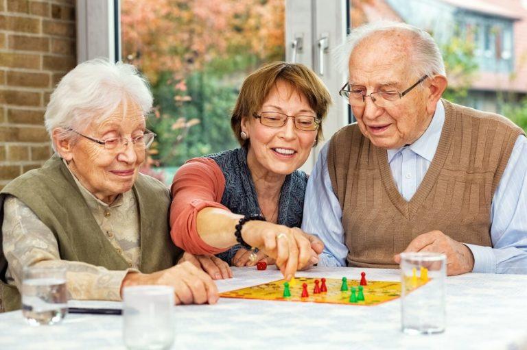 Zatrzymywanie demencji jak pomóc seniorowi zachować sprawność umysłową