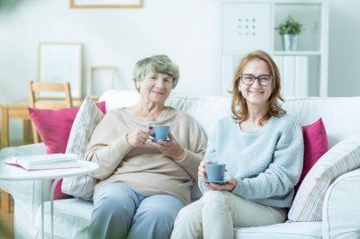 Jak dbać o relacje z bliskimi seniora