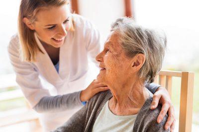 opieka nad osobą starszą zimą