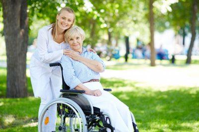 opieka nad seniorem z inkontynencją